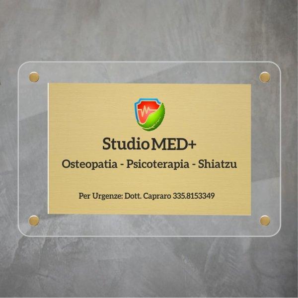 targa-in-plexiglas-e-ottone-studio-med.jpg